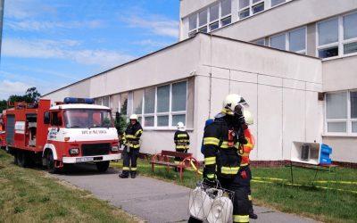 Taktické cvičenie na škole na Mudrochovej ulici v Senici